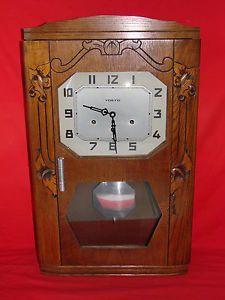 La pendule carillon de Westminster  de Mamie qui sonnait toutes les 15 minutes ....même la nuit.