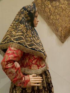 Russian Beauty, Russian Fashion, Russian Style, Folk Fashion, Ethnic Fashion, Traditional Fashion, Traditional Outfits, Beautiful Outfits, Cool Outfits