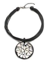 Flat disc necklace, download this press image at prshots.com #bohemian #boho #fashion #trend #style