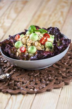 Salada de grão com abacate e sementes Saúde à Mesa nº 98 - Maio 2014 www.teleculinaria.pt