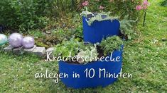 Käuterschnecke anlegen in 10 Minuten! Ähnlich wie das Hochbeet zählt auch die Kräuterschnecke zu den Garten-Trends der letzten Jahre. In diesem Video zeigen wir Euch, wie Ihr Eure eigene, rückenfreundliche Kräuterspirale in nur 10 Minuten anlegen könnt! #kräuterschnecke #kräuterschneckebauen #kräuterspirale Freundlich, Kraut, Tricks, Planter Pots, Cluster, Garden, Outdoor Decor, Videos, Ornamental Plants