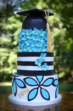 Plan the perfect grad party with the perfect graduation cake! Here you'll find 33 inspirational graduation cake ideas your grad will absolutely love! Pretty Cakes, Cute Cakes, Beautiful Cakes, Amazing Cakes, Fondant Cakes, Cupcake Cakes, Bolo Cake, Le Chef, Occasion Cakes