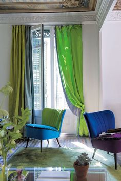 Designer´s Guild Romantic style living room.Designers Guild Fabrics and wallpapers can be purchased through www.janehalldesign.com