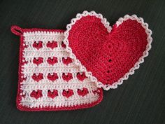 Who wouldn't LOVE washing dishes with these crochet heart dish cloths?   Created by Danita No Pattern