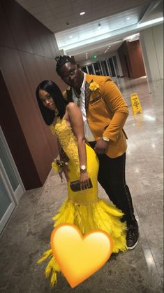 Yellow prom dress with date in gold. Black Girl Prom Dresses, Beautiful Prom Dresses, Homecoming Dresses, Prom Tux, Prom Goals, Prom Couples, Prom Outfits, Prom Night, Formal Prom