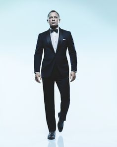 Daniel Craig - love the way he walks in suits as James Bond