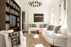 The family room in Sidney D. Torres IV and Jennifer Savoie's historic New Orleans home, decorated by Lee Ledbetter & Assoc. Photo by Pieter Estersohn. Produced by Howard Christian for Architectural Digest September 2012 Architectural Digest, Grey Sectional Sofa, Couches, Black And White Interior, Black White, New Orleans Homes, Built In Bookcase, Bookshelves, Family Room Design