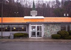 Tribute site to Howard Johnson's Restaurants. Find out what's new under the orange roof! Route 35, Waterbury Connecticut, Lake George Ny, Manhattan Times Square, Road Routes, Howard Johnson's, Lexington Avenue, Pleasant Valley