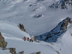 Jetzt wird es steil: Die letzten 200 Höhenmeter auf den Piz Kesch müssen zu Fuss zurückgelegt werden. #pizkesch #keschhütte #skitouren #Graubünden #verliebtindieschweiz Explore, Switzerland, Nature