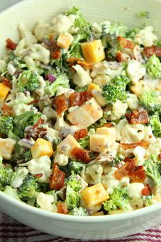 Loaded Broccoli Cauliflower Salad (Low Carb) - Recipes to try - Blumenkohl Keto Recipes, Dinner Recipes, Cooking Recipes, Healthy Recipes, Health Salad Recipes, Recipes Using Bacon, Vegetarian Recipes, Sausage Recipes, Cooking Tools