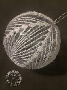 Ideas Diy Christmas Ball Ornaments Ideas - Her Crochet Crochet Christmas Decorations, Christmas Tree Baubles, Crochet Christmas Ornaments, Christmas Crochet Patterns, Crochet Snowflakes, Crochet Doily Patterns, Ball Ornaments, Ornaments Ideas, Crochet Ball