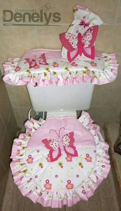 Vestidos para el servicio Bathroom Crafts, Bathroom Sets, Bathrooms, Bathroom Organisation, Seat Covers, Soft Furnishings, Home Textile, Sewing Hacks, Diy And Crafts