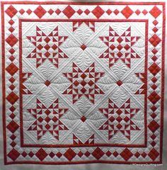 Christmas Star Quilt posted by irdesignsquilting from the quiltingboard.com  I love red and white quilts.  I think the quilting is just deluxe on this quilt.