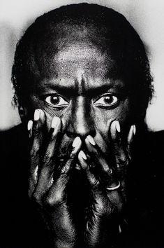 Miles Davis - Anton Corbijn - 1985 - taken before the Irving Penn photo Miles Davis, Foto Portrait, Portrait Photography, Fashion Fotografie, Eugene Smith, Stephen Shore, Stephen Kings, Irving Penn, Jazz Musicians