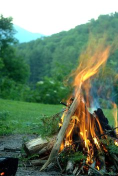 go camping and light a campfire Beltane, Outdoor Fun, Outdoor Camping, Go Camping, Country Life, Outdoor Activities, The Great Outdoors, Trekking, Wilderness