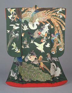 The Kimono Gallery Japanese Textiles, Japanese Patterns, Japanese Fabric, Moda Kimono, Kimono Fabric, Traditional Kimono, Traditional Outfits, Kimono Tradicional, Kimono Design