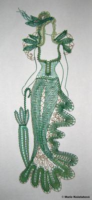 Žena v zeleném Lace Art, Bobbin Lace Patterns, Mermaid Room, Hairpin Lace, Thread Art, Lace Jewelry, Needle Lace, Lace Making, String Art