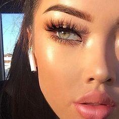 Natural Makeup Look | Natural Looking Brows | Plump Lips | Glowy Skin | Lashes | Makeup for green eyes #natural #makeup Pin: @amerishabeauty