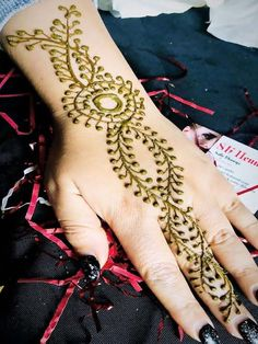 Are you looking for some fascinating design for mehndi? Or need a tutorial to become a perfect mehndi artist? Pakistani Mehndi Designs, Wedding Mehndi Designs, Latest Mehndi Designs, Mehndi Designs For Hands, Hand Designs, Henna Mehndi, Mehendi, Mehndi Design Photos, Henna Patterns