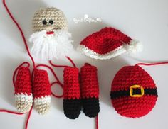Crochet Santa Claus is coming to town! He is the centerpiece to my Christmas Wreath and I decided that he needed his own blog post so I could tell you exactly how to make this jolly old fellow  Materi