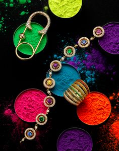Luxury Jewelry: Five Amazing Pieces That Will Leave You Breathless ⇒ There are many Luxury Jewelry Pieces on the market, but there are some that are special and Jewelry Ads, Photo Jewelry, Luxury Jewelry, Jewelry Shop, Jewelry Accessories, Fine Jewelry, Fashion Jewelry, Bvlgari Accessories, Jewelry Stores