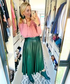 Pink and green combination / #green #pink #skirtoutfits #fashion #confident #createthelookyouwant #yesgirl #imageconsultant Post Pregnancy Clothes, Pre Pregnancy, Pregnancy Outfits, Skirt Outfits, Pink And Green, Confident, Personal Style, Tulle, Formal