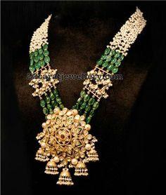Emerald Beads and Pearls Mala with Kundan Pendant - Indian Jewellery Designs Indian Wedding Jewelry, Bridal Jewelry, Gold Jewelry, Beaded Jewelry, Jewelery, Indian Jewellery Design, Jewelry Design, India Jewelry, Jewelry Patterns