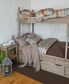 love the wood and bedding