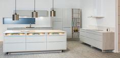 A la Carte -keittiöt Scuro. Framilla lasiset etusarjat. | #keittiö #kitchen