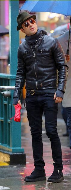 Justin Theroux Boy Fashion, Winter Fashion, Mens Fashion, Fashion Menswear, Fashion Outfits, How To Wear Denim Jacket, Toms Style, Justin Theroux, Riders Jacket