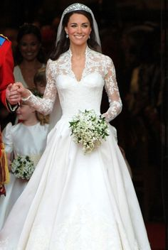 One of the most beautiful wedding dresses I've ever seen, I would KILL to have this!
