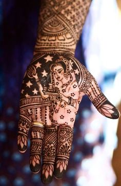 Here are 20 exclusive and beautiful Karva Chauth Mehndi designs. These Mehndi designs depict the beautiful bond that the life partners share Modern Mehndi Designs, Mehndi Design Pictures, Bridal Henna Designs, Beautiful Mehndi Design, Dulhan Mehndi Designs, Mehndi Images, Latest Mehndi Designs, Henna Tattoo Designs, Mehandi Designs