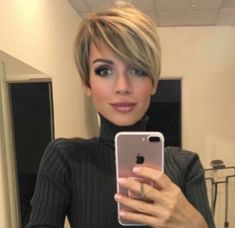 Try our ideas of short pixie haircuts and hairstyles for bold personality nowadays. This beautiful short pixie haircuts can be worn by anyone to show off the best feathers of the personality. Best ever ideas pixie haircuts with short hair [Read the Rest] Short Pixie Haircuts, Short Hairstyles For Women, Pretty Hairstyles, Short Hair Cuts, Hairstyles 2018, Hairstyle Short, Short Hair Long Bangs, Long Pixie Hairstyles, Haircut Short