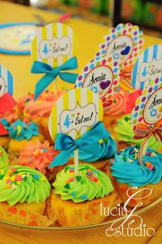 Toppers by Lucia G Estudio for an Alice in Wonderland Birthday Party