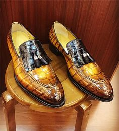 Alligator Tassel Loafer Formal Alligator Slip-On Shoes - Pep up your style quotient by wearing this pair of formal alligator shoes from the house of BRUCEGAO. Mens Shoes Boots, Shoe Boots, Ankle Boots, Low Heel Shoes, Slip On Shoes, Formal Shoes, Casual Shoes, Casual Sneakers, Leather Fashion