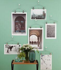 Parede de cabides. | 30 formas incríveis de decorar suas paredes sem gastar quase nada