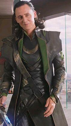 Do you like Loki's smile - tom hiddleston Thor X Loki, Loki Avengers, Loki Marvel, Avengers Poster, Avengers 2012, Marvel Avengers Movies, Marvel Comics, Marvel Villains, Costume Loki