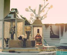 Non solo confettate e sweet table per un matrimonio in spiaggia esclusivo ed indimenticabile, ma anche un corner particolare con distillati, sigari e