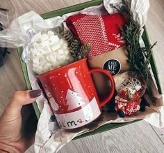 Diy Christmas Gifts For Friends, Teenage Girl Gifts Christmas, Christmas Gift Baskets, Christmas Gifts For Boyfriend, Christmas Gift Box, Homemade Christmas Gifts, Christmas Items, Xmas Gifts, Santa Christmas