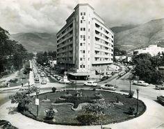 Edificio Titania, Plaza La Estrella, San Bernardino. Circa 1950, Caracas vieja. Venezuela