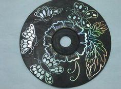 scratch art cd Picture of CD Art Art Cd, Kratz Kunst, Classe D'art, Recycled Cds, Cd Crafts, Teen Crafts, Scratch Art, Ecole Art, Art Classroom