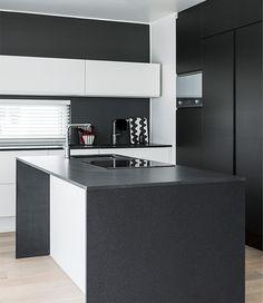 Mustavalkoinen keittiö, Lammi-Kivitalo Luna, Asuntomessut 2014