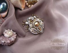 """Beaded brooch """"Golden Frog"""" / Вышитая брошь """"Золотая лягушка"""" — работа дня на Ярмарке Мастеров.  Узнать цену и купить: http://www.livemaster.ru/in-vektor"""