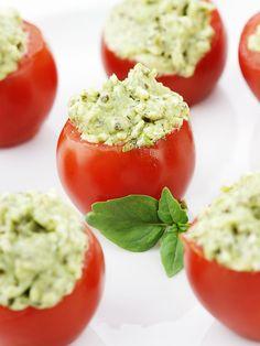 Tomates cerises farcies au chèvre frais et aux épices
