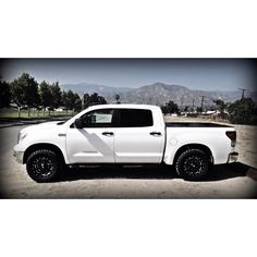 Toyota Tundra... The second gorgeous thing in my life.