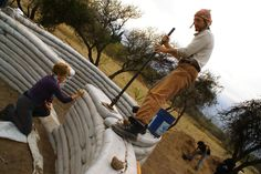 Building a house with your own hands Casa Yurt, Super Adobe, Earth Bag Homes, Earthship Home, Sand Bag, Best Insulation, Sustainable Living, Permaculture, Stuff To Do
