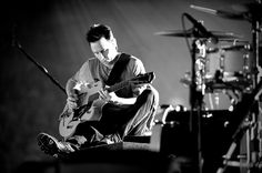 Pearl Jam's Mike McCready playing a Gretsch