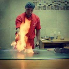 Que tal para esta noche un show de teppanyaki?  Para los que aún no lo conocen es un show de acrobacias con cuchillos y llamaradas mientras prepara tu comida. Y para terminar recomendado un helado tempura esa mezcla de calor y frío es deliciosa! Los esperamos! Aqui les dejo un link de uno de nuestros show de teppanyaki para que vean de que se trata  https://www.youtube.com/watch?v=XuZThJY3nXk  #CasaMiyagi #Sushi #Makis #Tataki #Teppanyaki #Temakis #Ishiyaki #Yakimeshi #Yakiniku…