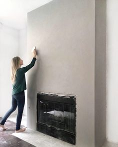 54 Super Ideas For Faux Concrete Wall Fireplace Stucco Fireplace, Paint Fireplace, Concrete Fireplace, Fireplace Remodel, Fireplace Mantle, Fireplace Surrounds, Concrete Wall, Fireplace Design, Fireplaces