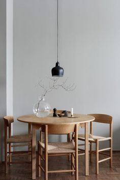 Get inspired by these dining room decor ideas! From dining room furniture ideas, dining room lighting inspirations and the best dining room decor inspirations, you'll find everything here! Dining Room Inspiration, Interior Inspiration, Stil Inspiration, Interior Modern, Room Interior, Apartment Interior, Danish Interior Design, Home Modern, Interior Livingroom